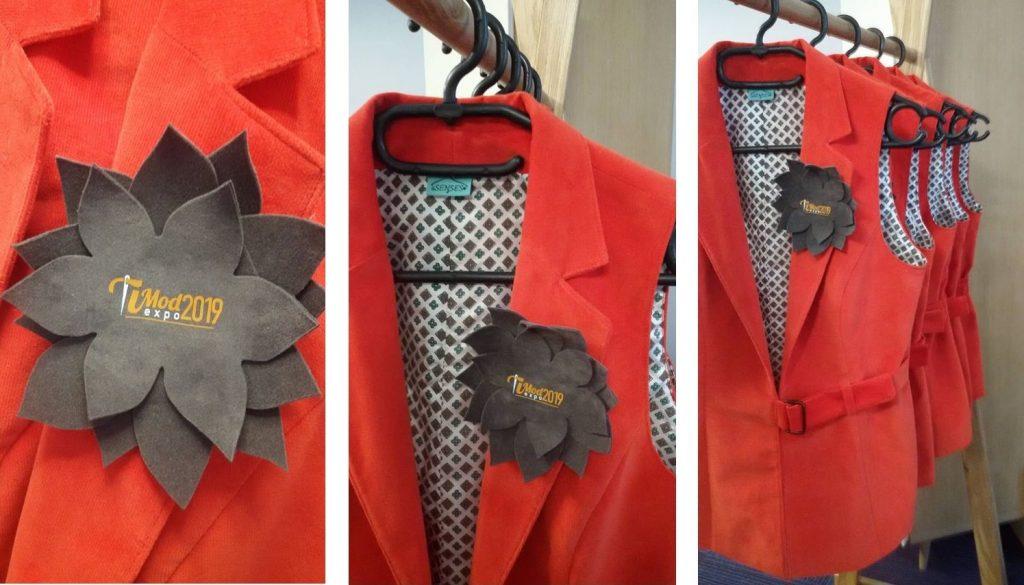 Hostese na sajmu Timod EXPO u posebno dizajniranim prslucima